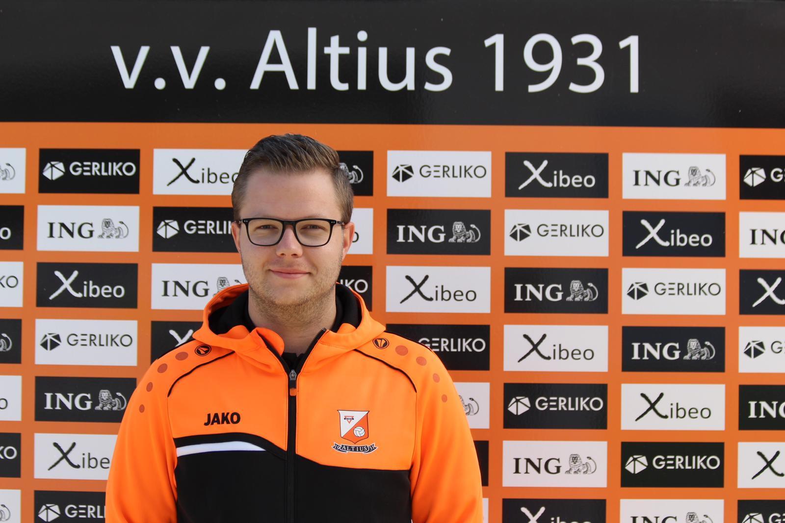 Niels blijft assistent!!
